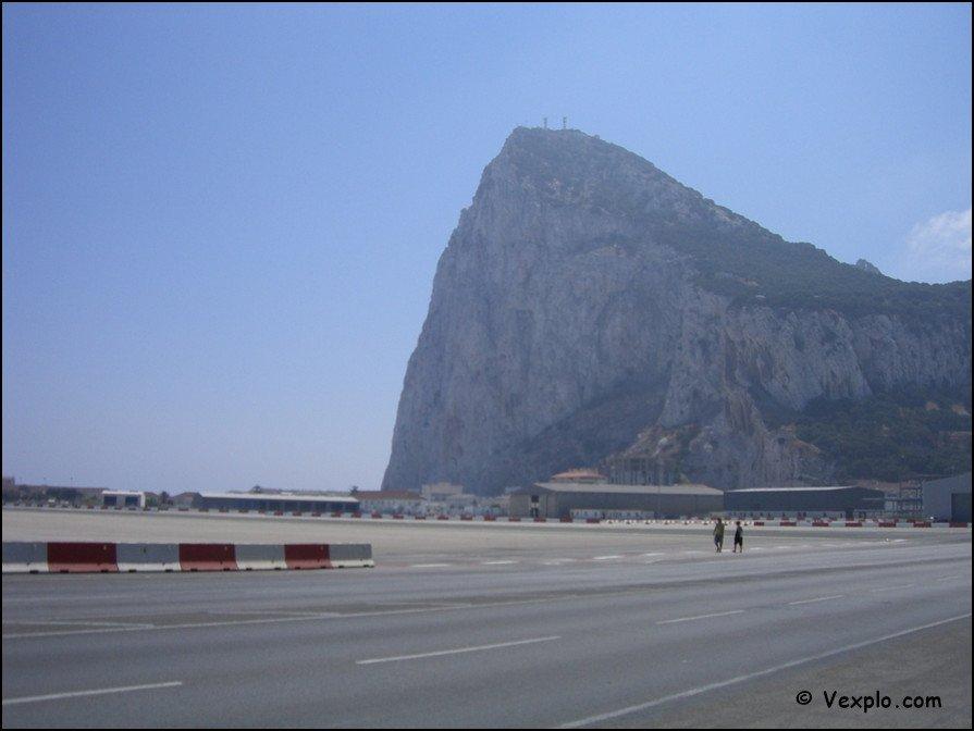 La rocca di Gibilterra vista dall'aeroporto
