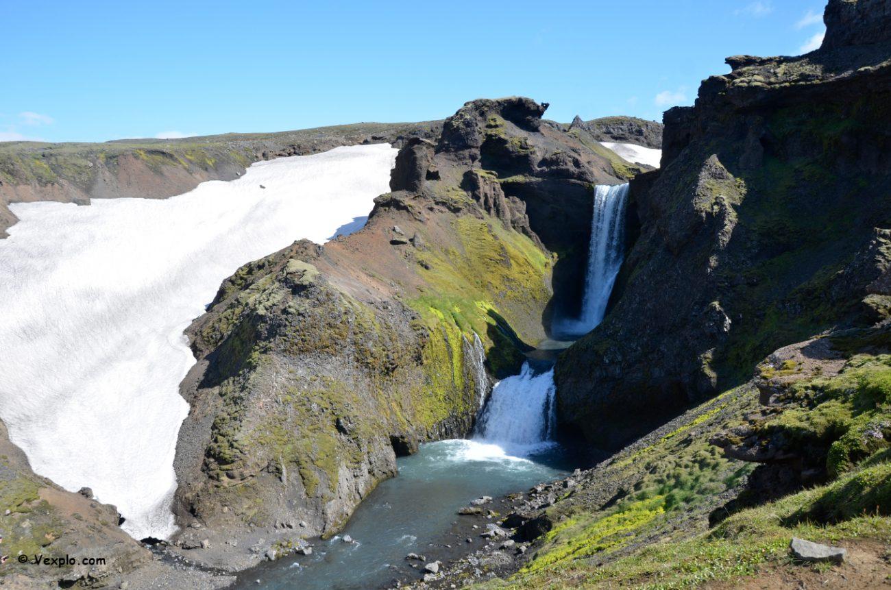 Cascate e neve lungo il sentiero Fimmvðuhàls