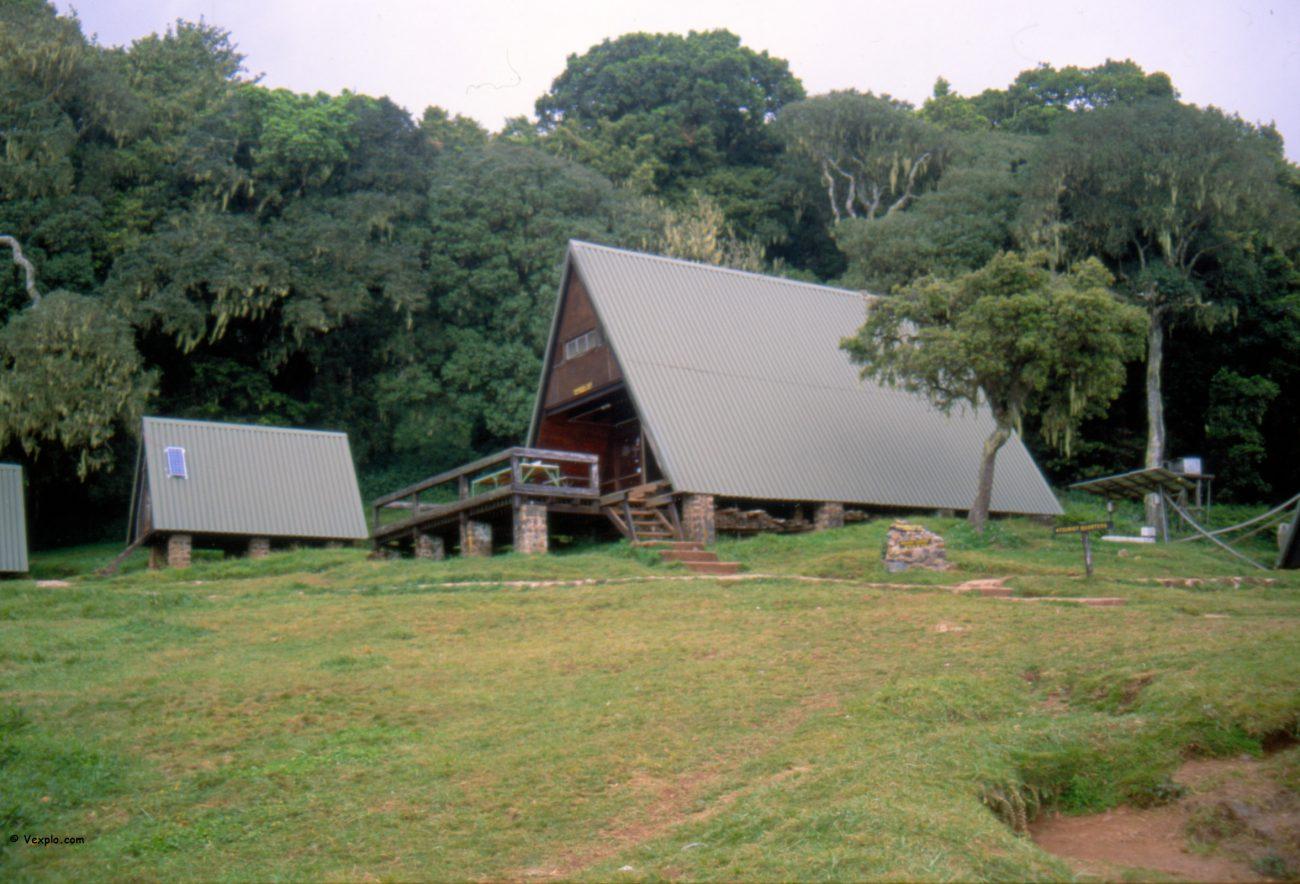 Scalare il Kilimangiaro. L'edifico con la mensa del Mandara hut.