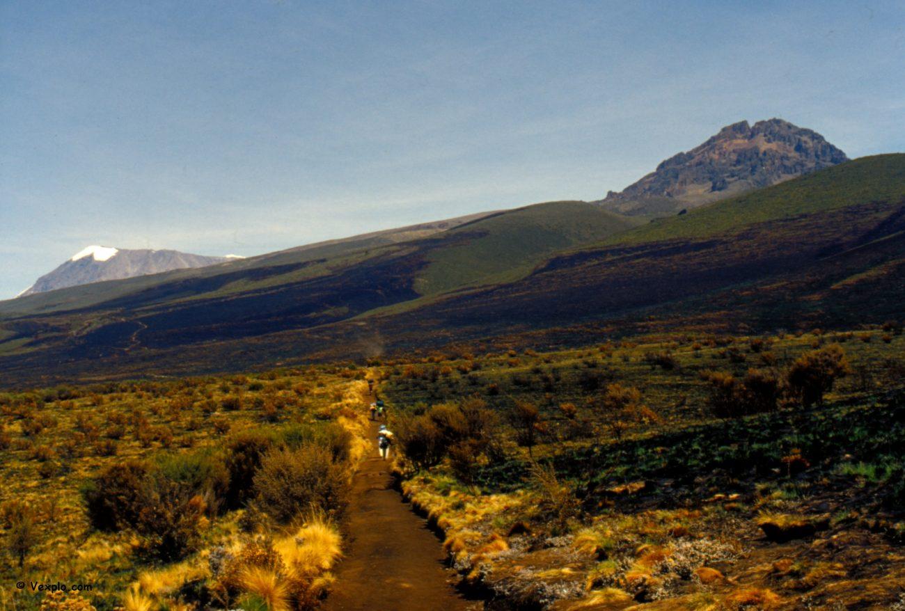 Scalare il Kilimangiaro per la Marangu road. Avicinamento alle cime del Kibo e del Mawenzi.