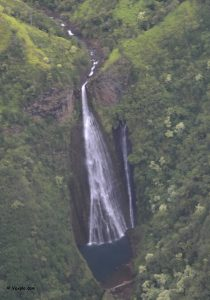 Cascata della Na Pali Coast, Kauai.