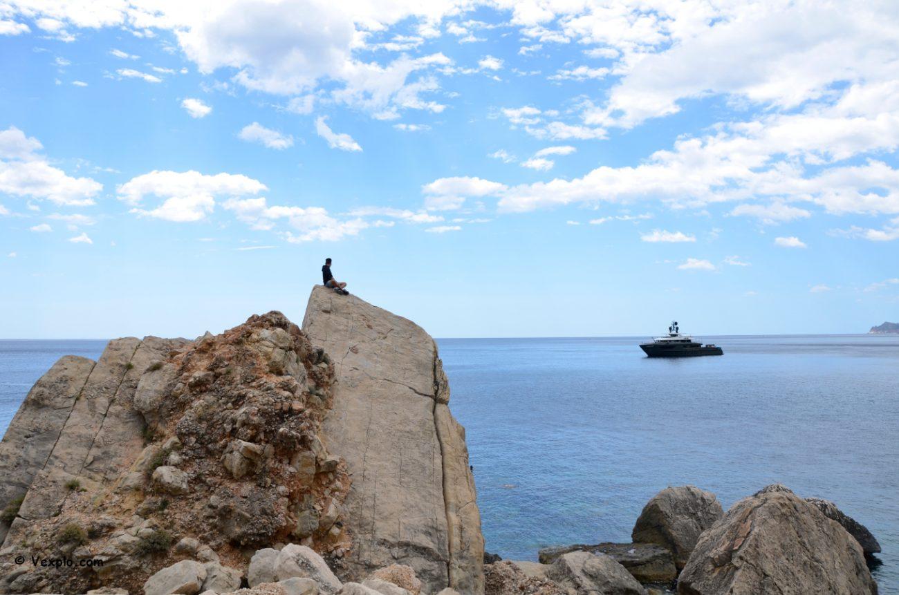 Rocce immediatamente a sud della Pedra Longa.